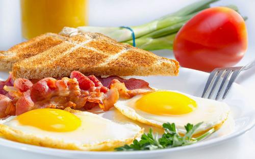 Низкокалорийный завтрак из яиц